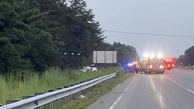 Driver dead after vehicle crashes off I-93 in Andover